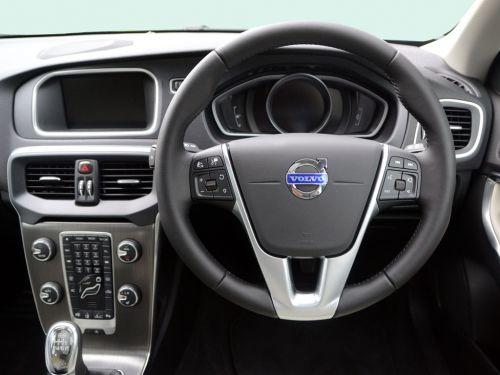 lease the volvo v40 hatchback t2 122 momentum nav plus 5dr leasecar uk. Black Bedroom Furniture Sets. Home Design Ideas